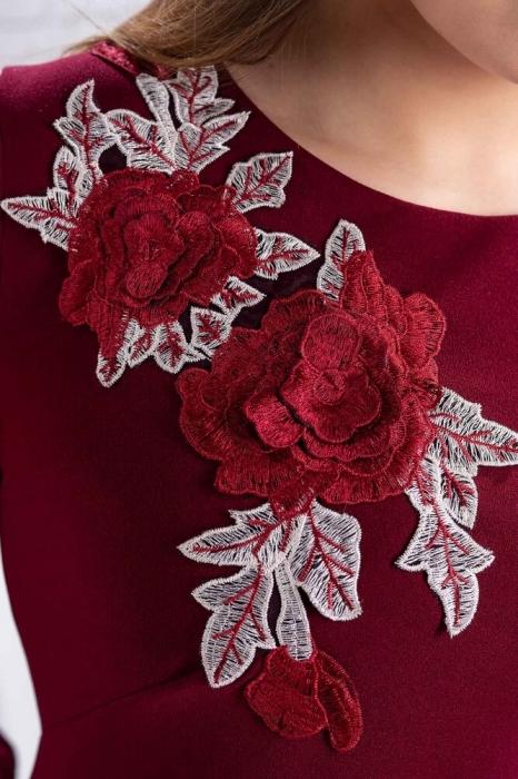 Rochii de seara xxl-Rochie de seara cu flori brodate Naomi marsala